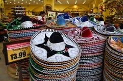 Mexicanska sombrero i presentaffär Fotografering för Bildbyråer