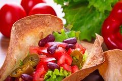 Mexicanska taco i tortillaskal Arkivfoton