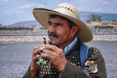 Mexicanskt folk i Teotihuacan Royaltyfria Bilder