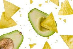 Mexicanskt matbegrepp, guacamole och nachos mellanmål, avokado och till royaltyfria bilder