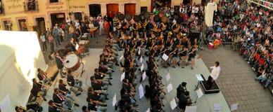 Mexicanskt stort band som spelar på den kulturella festivalen Arkivbilder