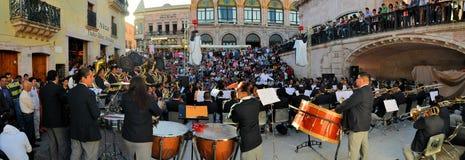 Mexicanskt stort band som spelar på den kulturella festivalen Royaltyfria Bilder
