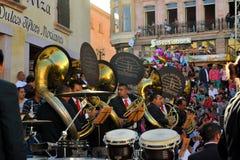 Mexicanskt stort band som spelar på den kulturella festivalen Arkivfoto