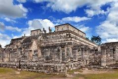 Mexico.1000柱子复杂在Chichen Itza.Cityscape在一个晴天 免版税库存照片