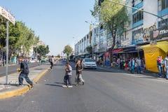 MEXICO-CITY, MEXICO - FEBRUARI, 9 2015 - Slechte kinderen op de straat Stock Afbeeldingen