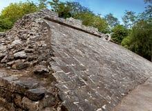 一个玛雅球场,尤加坦, Mexico.Cityscape在一个晴天 库存图片