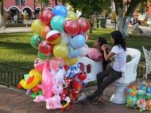 Mexico: De ballonverkopers van Valladolid royalty-vrije stock afbeelding