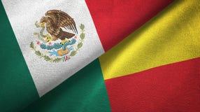 Mexico en Benin twee vlaggen textieldoek, stoffentextuur vector illustratie