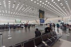 MEXICO - OKTOBER 19, 2017: Mexico - internationell flygplats för stad Benito Juarez Airport Avvikelseområde royaltyfria bilder