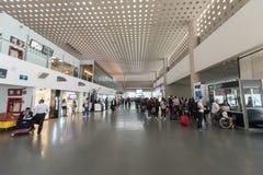 MEXICO - OKTOBER 19, 2017: Mexico - internationell flygplats för stad Benito Juarez Airport Avvikelseområde Tullfritt shoppar Royaltyfria Bilder