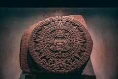 MEXICO - SEPTEMBER 28: Azteekse kalendersteen bij de antropologie royalty-vrije stock afbeeldingen