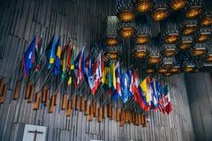 MEXICO - SEPTEMBER 20: De vlaggen van het land bij Basiliek van onze Dame Guadalupe stock afbeelding