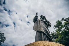 MEXICO - SEPTEMBER 20: Jesus staty på Tepeyac kullar bak basilika av Guadalupe Square Fotografering för Bildbyråer