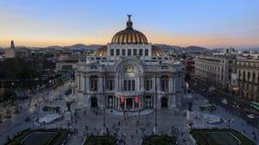 MEXICO-STAD MEXICO - OKTOBER 21, 2015: Timelapse Bellas Artes för flyg- sikt till och med solnedgång lager videofilmer
