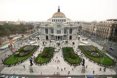Mexico - stad, Mexico - 2012: Palacio de Bellas Artes (slott av konster) fotografering för bildbyråer