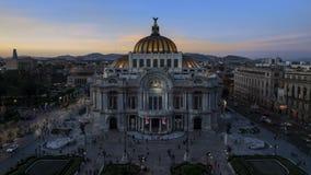 MEXICO-STAD MEXICO - OKTOBER 21, 2015: Timelapse Bellas Artes för flyg- sikt till och med solnedgång arkivfilmer