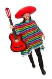 Mexikan i den hållande gitarren för livlig poncho som isoleras på royaltyfria bilder