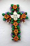 Mexikanen handcraft den blom- krux som göras av lera Arkivbild