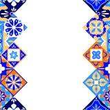 Mexikanen stiliserade talavera belägger med tegel den sömlösa gränsen i den blå apelsinen och vit, vektor Arkivfoto
