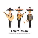 Mexikaner Man Group tragen traditionellen Kleidungs-Ausführenden mit Musik-Instrument-Feier der in voller Länge Lizenzfreies Stockfoto