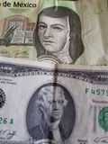 mexikanische Banknote von 200 Pesos und von Dollarschein des Amerikaners zwei, von Hintergrund und von Beschaffenheit Stockfotos