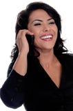 Mexikanische Frau auf Handy Lizenzfreies Stockbild