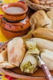 Mexikanische gefüllte Maismehltaschen archivierten Maisteig, würzige Nahrung in Mexiko stockfoto