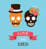Mexikanische Hochzeitseinladung mit zwei Hippie-Schädeln Stockbild