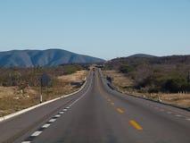 Mexikanische Landschaft mit Straße Stockbilder
