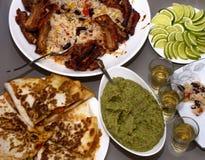 Mexikanische Party Tequila und traditionelle mexikanische Teller Stockbild