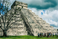 Mexikanische Pyramide, das Schloss Tempel von Kukulkan Chichen Itza lizenzfreies stockbild