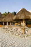 Mexikanische Rücksortierung mit Strand-Stühlen Stockfotos