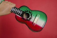 Mexikanische Spielzeuggitarre Lizenzfreie Stockbilder