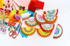 Mexikanische verzierende Papiergirlanden Bunte traditionelle picado Cinco De Mayos Fahne festlich lizenzfreie stockfotos