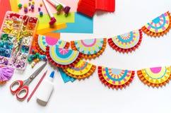 Mexikanische verzierende Papiergirlanden Bunte traditionelle picado Cinco De Mayos Fahne festlich stockfotos