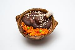Mexikanischer Durchmesser de Muertos Day vom azucar geformten tote Süßigkeit Dulce Des als Mole-Betrug Pollo und rotem Reis Stockbilder