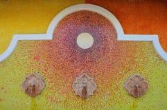 Mexikanischer mit Ziegeln gedeckter Brunnen lizenzfreie stockfotografie