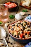 Mexikanischer Reis der schwarzen Bohnen der Tomate mit Koriander Stockbilder