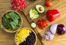 Mexikanischer Salat mit Knoblauchsoße Stockfotos
