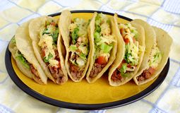 Mexikanischer Tacos auf einer Platte Stockfoto