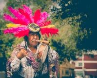 Mexikanischer traditioneller Musiker, der an der Straße durchführt Lizenzfreie Stockfotografie