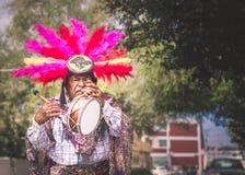 Mexikanischer traditioneller Musiker, der an der Straße durchführt Lizenzfreies Stockfoto