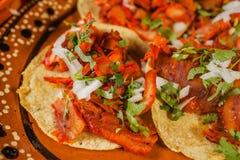 Mexikanisches würziges Lebensmittel des Tacoal-Pastors in Mexiko City lizenzfreie stockfotografie