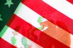 Mexiko-Flagge mit USA-Flagge Lizenzfreies Stockbild