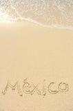 Mexiko geschrieben in Sand auf Strand Stockbilder
