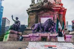 MEXIKO - 20. SEPTEMBER: Detail des Löwes und und der Damenmonumente an den Füßen des Unabhängigkeits-Engels am paseo Reforma Stockfotos