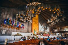 MEXIKO - 20. SEPTEMBER: Häufen Sie für die Erdbebenopfer an der Basilika unserer Dame Guadalupe an Stockfotos