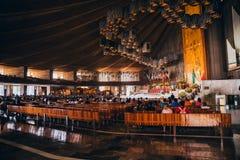 MEXIKO - 20. SEPTEMBER: Häufen Sie für die Erdbebenopfer an der Basilika unserer Dame Guadalupe an Stockfotografie