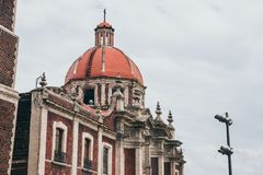 MEXIKO - 20. SEPTEMBER: Kirchenhaube an der Basilika unseres Quadrats Dame Guadalupe Stockbilder