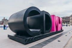 MEXIKO - 20. SEPTEMBER: Monument der Initialen des Mexiko City an der Zocalo-Piazza Stockfoto